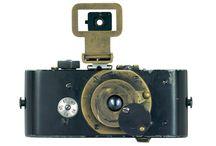 1914-2014 : les 100 ans du mythe Leica / Leica, le centenaire, ce n'est pas seulement un appareil photo. C'est un état d'esprit. Parcours de 100 ans d'histoire en images et en photographies. / by PHOTO MEMORY