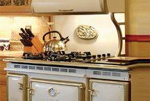 Kitchens / by Kathryn Starnes