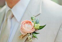 Weddings: Flowers & Centerpieces / by Jessica Minch