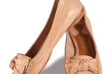 Sapatos baixos / Flat Shoes / Sapatos Bajos / by Priscila Matz