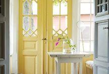 Doors / by Elsa Taricone