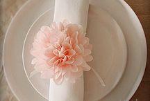 ♡ LAMPIONS & POMPONS / Pompons als Hochzeitsdekoration / by ♡ weddstyle.de ♡ Hochzeitsdekoration
