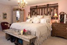 Bedroom I could sleep in ! / by Linda Glassburn