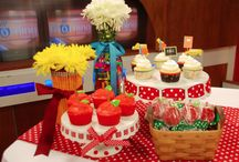 Cookies, Cakes, & Cupcakes / by Nataly Chavez