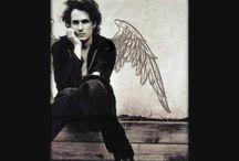 Songs I Love / by Christine Montelongo