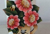 Pintura decorativa sobre madera / by Deli Guzman