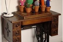 pé de máquinas de costura/old sewing machines tables / by Valéria Machado