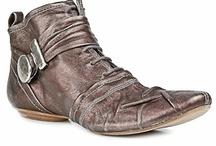 foot attire / by Helen Dahms