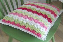 Crochet - Pillows / by Stephanie Zanghi Mino