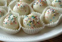 Cakes, Truffels & Pops / by Karen Knapp