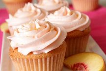Cupcakes & Mini Cheesecake Cups / by Jessica Catherine Rose