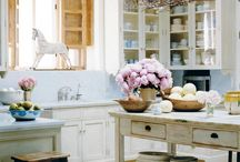 kitchen decorating inspiration / by Dixie Redmond