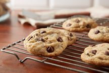 Baking for the Holiday Party Season / I've partnered with Hershey's to create this board. Prepare to wow friends and family this holiday season with recipes from HERSHEY'S Kitchens. / by Penelope Guzman