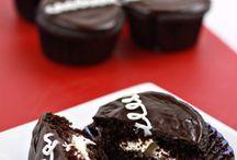 Recipes: Cakes and Cupcakes / by Jaime Jost