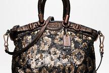 Handbags / by Daniela Tapia