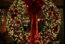 Christmas Wreaths / by Christmas Light Source