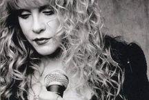 fav singers / by Cynthia Roberts