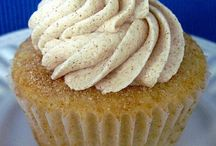 Cakes, Cupcakes & Muffins / by Beth Steiner