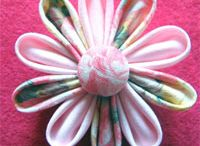 tuts - ribbon and fabric flowers / by andy henry