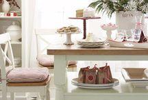 Red and White Holiday Decorating / by Cristina @Remodelando la Casa