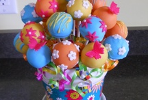 Cakes/Cupcakes/Cakepops / by Christine Carrier