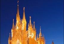 Castelos/ Igrejas/ Templos / Construções de Castelos, Igrejas, Mosteiros, Mesquitas, Templos religiosos, áreas internas / by Cristiane Corrêa