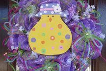 Wreaths, Bows & Decorating Ideas / by Amy Carlisle