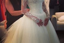 Wedding Dress and Bridemaid Dresses / by Emma Marik