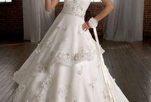 Wedding Dresses / by Erin Tamucci
