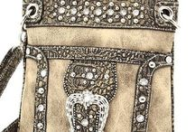 Cross-Body Bags / by Meghan Trontvet