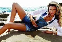 ♥ La salopette en jeans ♥ / En short, pantalon ou jupe la salopette en jeans est devenue la tenue indispensable de l'été!  Découvrez les toutes sur #monshowroom.com / by MonShowroom.com ♥