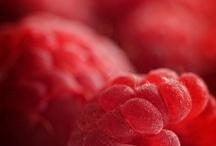 red like ... raspberries / by Roberta Descalzo