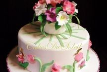 Cake Tutorials / by Yvonne Hutchens