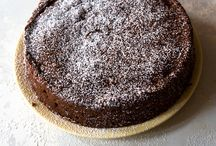 Cakes / by Socorro Wapelhorst