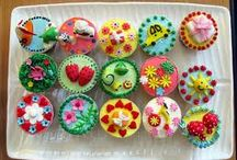 Cupcakes Galore! / by Alona Purves