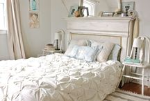 Guest bedroom / by Lexie Mullis