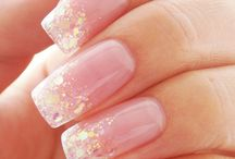 sparkling nails / by Lucy Garcia-Trevino