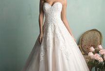 Wedding Dresses / by Melanie Benard