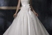 Wedding dress / by Jamie Karczewski
