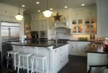 Kitchen / by Alexia Warnock