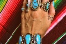 Things I love to wear / by Dana Schlosser