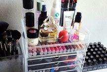 Makeup / by Camila Bugueño