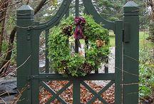 Backyard Fence Ideas / by Leslie Karen
