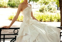 Can't Help It...Just love Wedding Dresses! / by Jaime Johnson