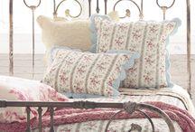 iron bed ideas / by Alisa Harvey