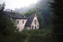 Houses / by Hannah Graff