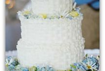 Wedding Cakes with Flowers / by Diane Castro