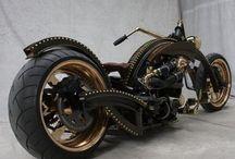 Motorcycles / by Danielein Amicistein