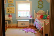 Girl's Rooms / by Amanda Galvan