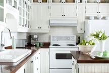Kitchens / by Susan Whitelocks